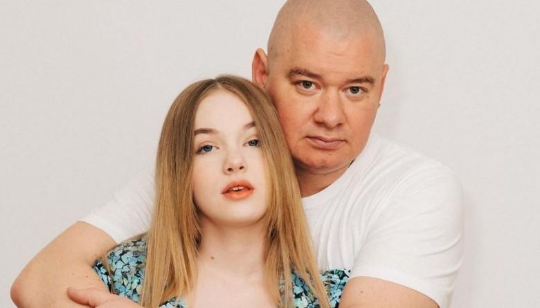 Євген Кошовий зізнався, чому 13-річна донька відвідує психолога: «Нерви здають»