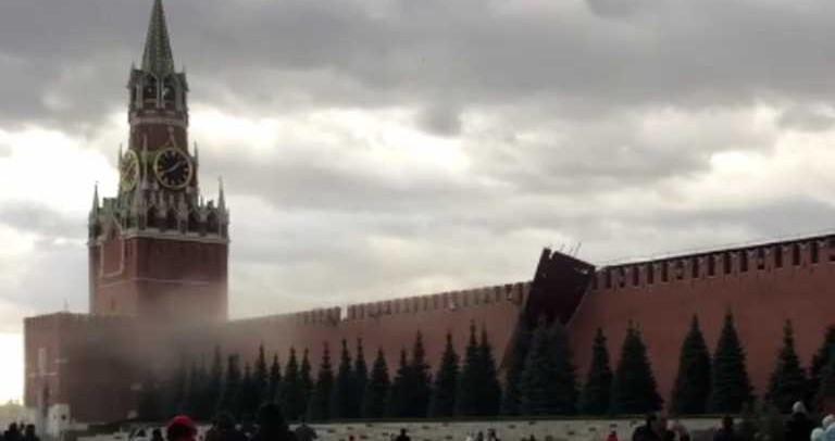 У Москві через сильний вітер відпав кусок муру Кремля: епічне відео