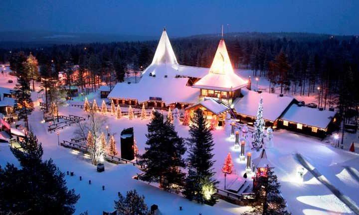 У Лапландії засипало снігом селище Санти Клауса: казкове відео