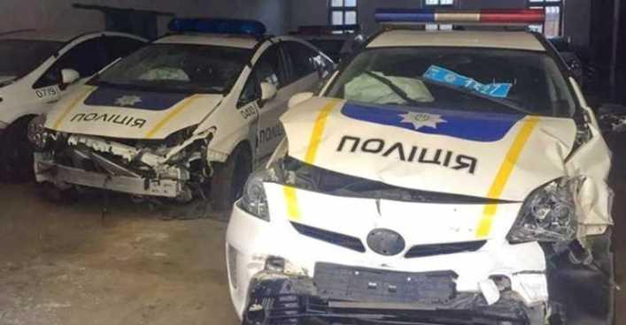 П'яний львівський реабілітолог розбив 4 поліцейські авто та помочився під відділком